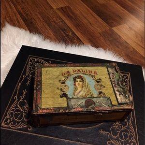 🦋2/$10 3/$15 4/$18 5/$20 Vintage Cigar Box